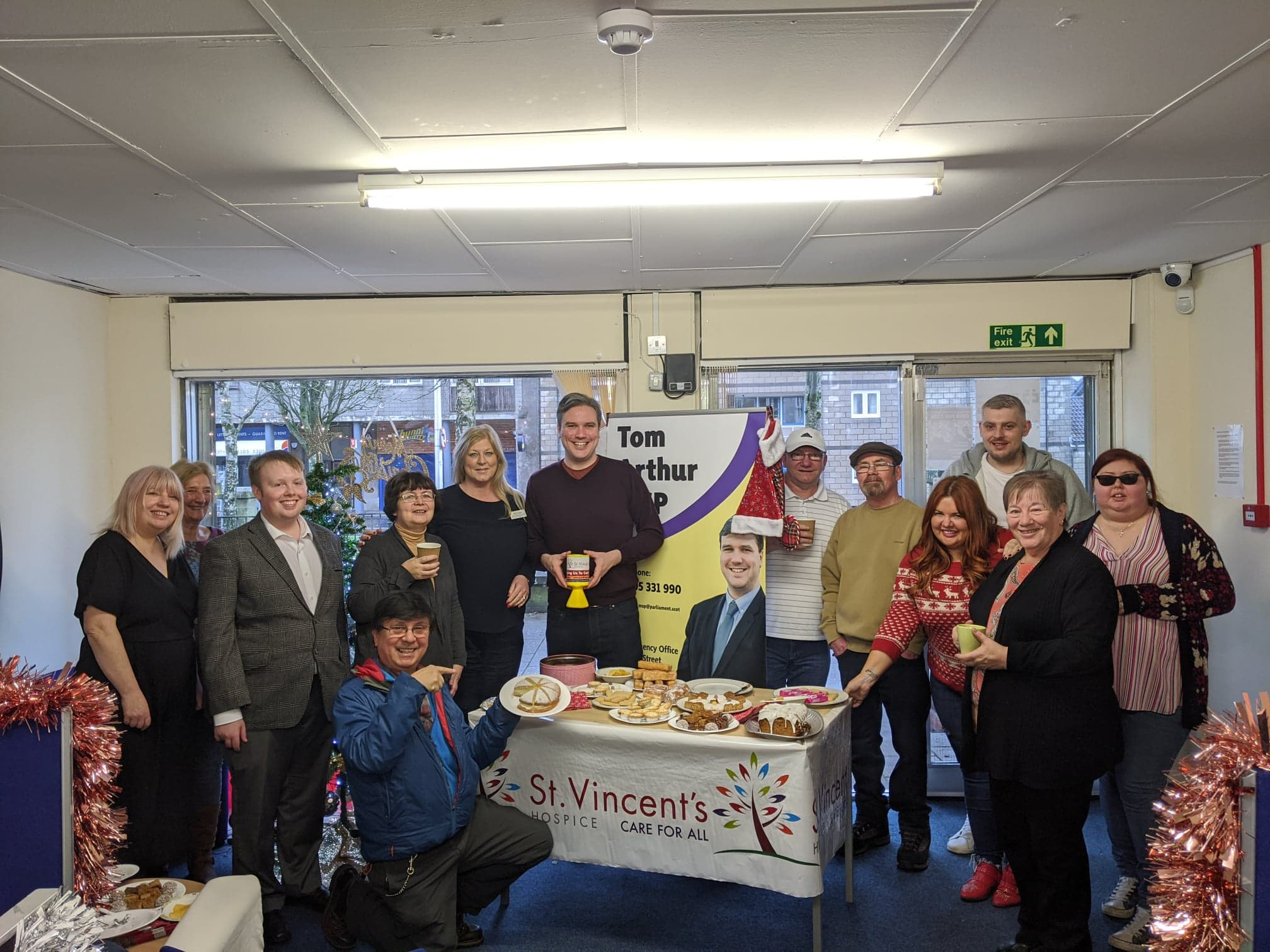 TOM ARTHUR MSP BRINGS COMMUNITY TOGETHER IN AID OF ST VINCENT'S HOSPICE
